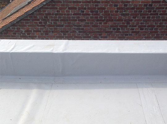 Pose de membrane pvc sur lille couverture en membrane pvc - Couverture toiture legere ...