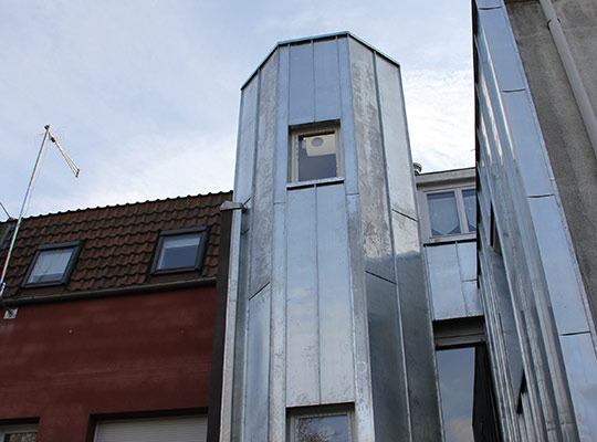R novation couverture et bardage en zinc kervella for Cage escalier exterieur